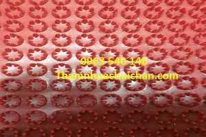 Thảm nhựa gai cúc màu đỏ