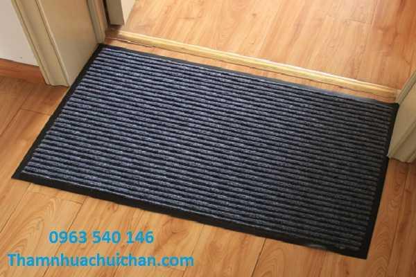 Vi tri đặt thảm chùi chân sợi len
