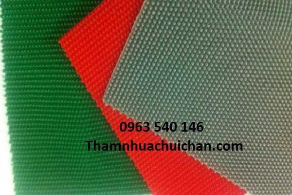 Màu sắc thảm nhựa màu ghi có 3 màu : màu xanh, màu đỏ, màu ghi xám. Kích thước : 1,2 x 15m