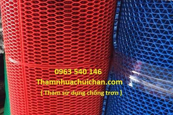 Thảm nhựa tổ ong có kích thươc 1,2m x 15m, đọ dày 5mm, gồm 3 màu : xanh lá, ghi xám, đỏ