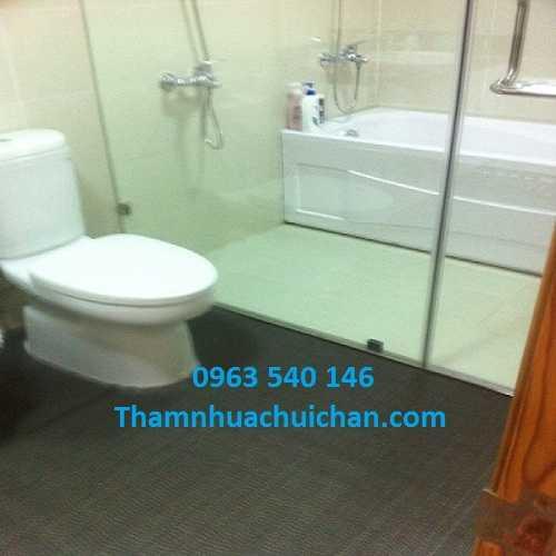 Thảm trải chống trơn nhà tắm có kích thước 0,9m x 15m, 1,2m x 15m, độ dày 4,5mm.