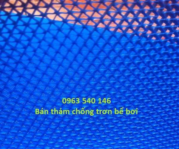 Thảm trải bể bơi màu xanh, khổ rộng 0,9m x 15m, hoặc 1,2m x 15m.