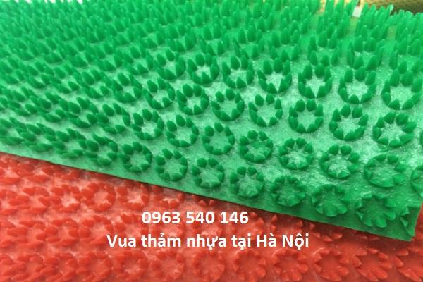 Thảm nhựa gai cúc kích thước 0,7m x 10m và 0,9m x 10m. Có thể cắt tùy ý theo kích thước yêu cầu.