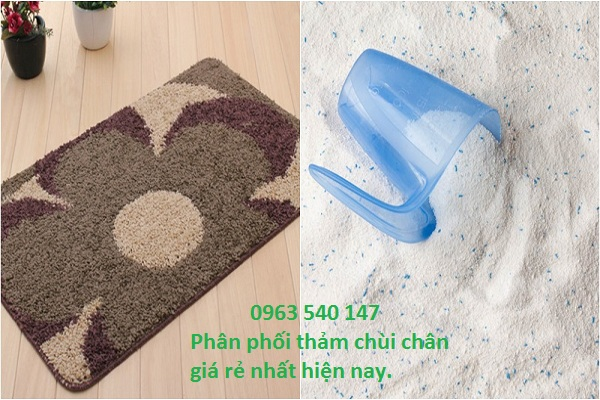 Làm sạch tấm thảm chùi chân bằng bột giặt hàng ngày.