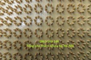 Thảm nhựa gai cúc màu vàng