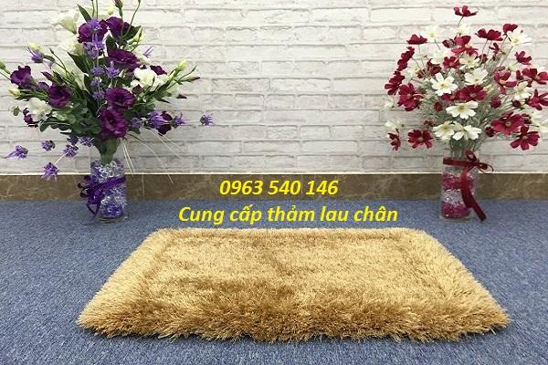 thảm chùi chân lông xù cao cấp có màu trắng, màu ghi, màu sàng be, màu nâu.