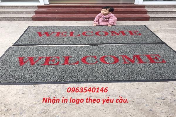 Nhân in logo lên tấm thảm chùi chân với mọi chất liệu.