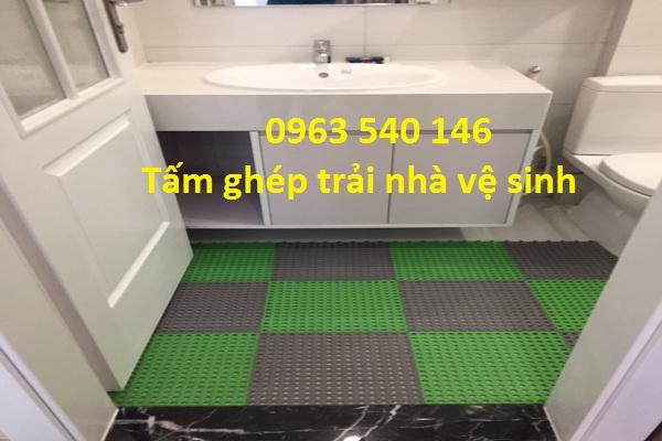 Tấm thảm chống trơn giúp cho các bạn bước đi trong khu vực nhà vệ sinh  mà không lo bị ngã .