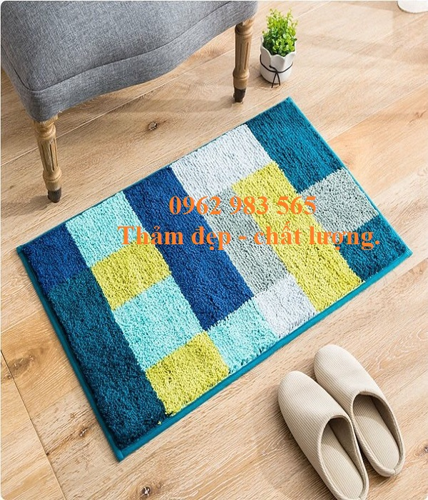 Tấm thảm chùi chân gia đình, chất lương, sang trong, tạo nên một ấn tượng riêng biệt.