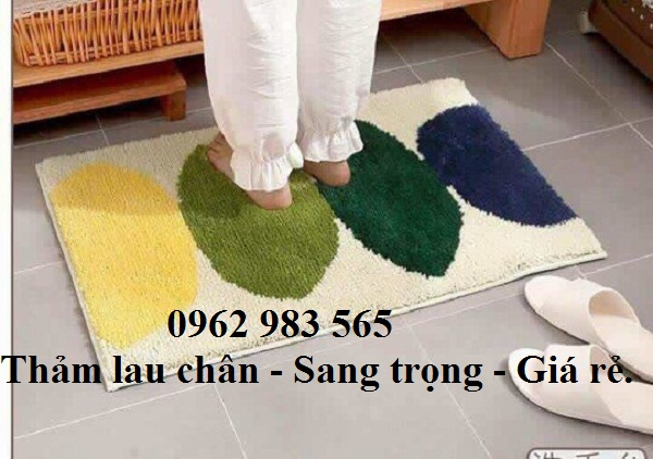 Chất liệu mềm mại, bước lên êm chân là những điều đặc biệt của dòng thảm chùi chân gia đình.