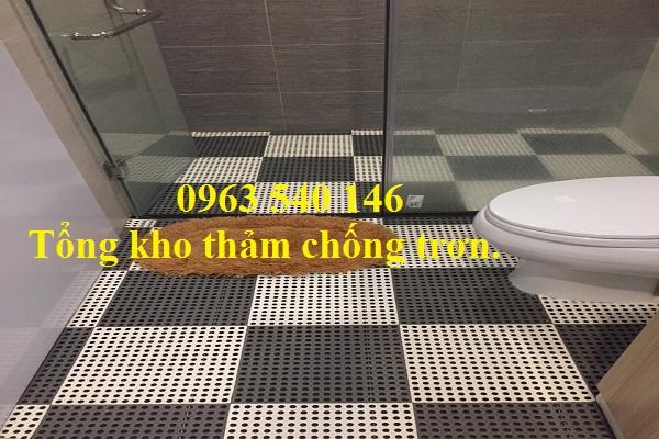 Sự pha trộn đa màu sắc tạo ấn tượng khi bước chân vào khu vực nhà vệ sinh.