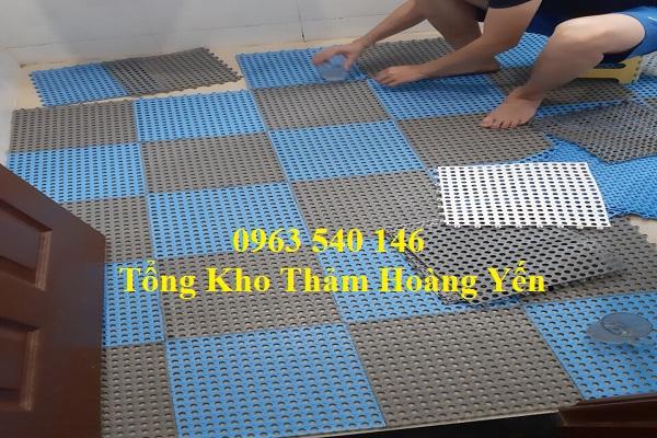 Thảm Hoàng Yến cung cấp các dòng thảm trải nhà vệ sing dạng tấm ghép, dạng cuộn.