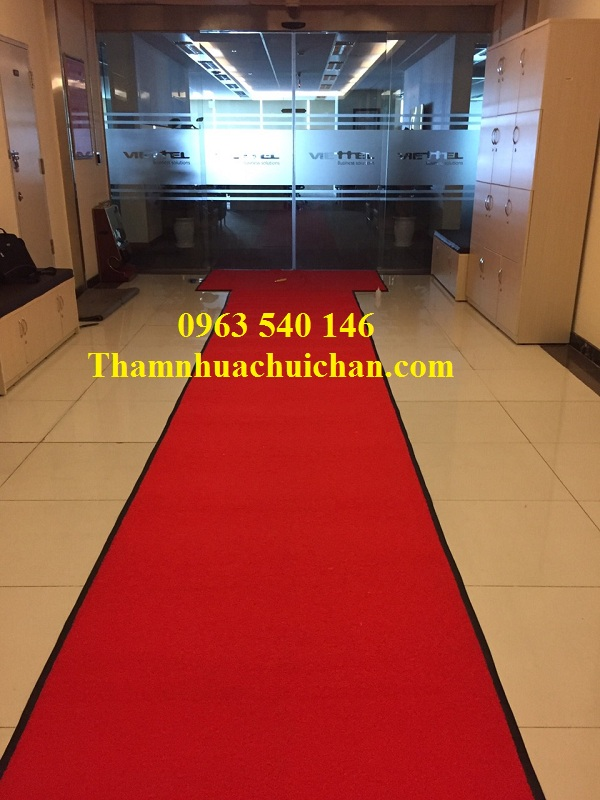 Thảm nhựa rối màu đỏ trải sảnh làm đường dẫn và chùi chân cho tổng công ty Viettel.