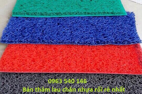 thảm nhựa cao su rối màu đỏ, màu xanh lá, màu xanh dương, màu ghi xám sử dụng để chùi chân.