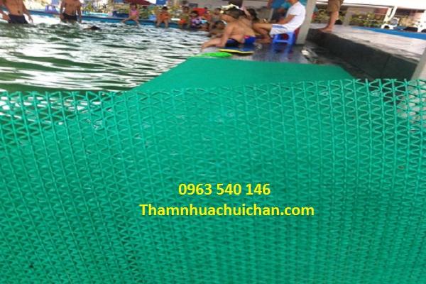 Thảm nhựa chống trơn bể bơi chất lượng, giá rẻ nhất tại thảm Hoàng Yến.