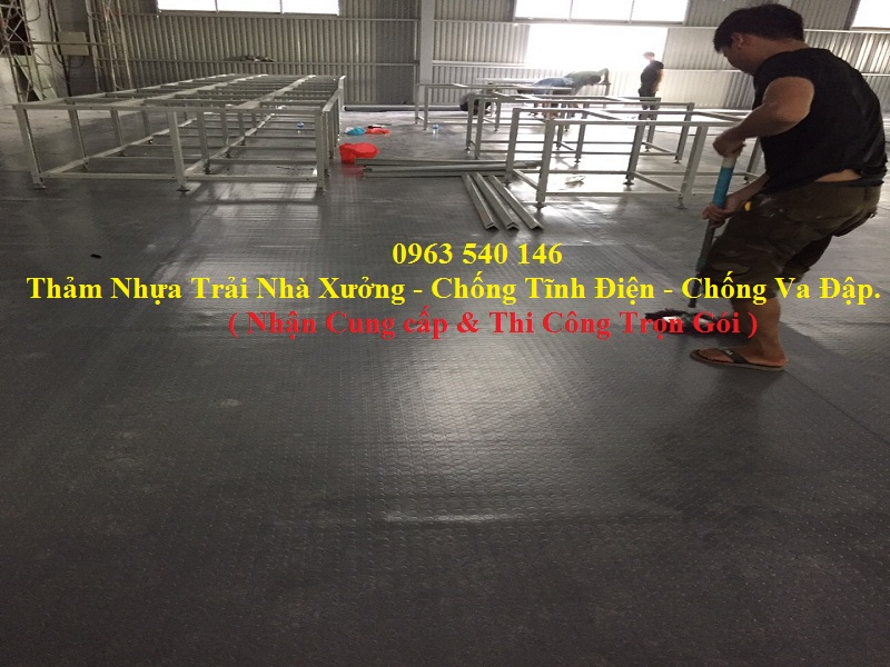 Thảm trải sàn nhà xưởng, trải kho chứa hàng  không lo bị ẩm mốc làm ảnh hưởng tới sản phẩm của công ty quý khách.