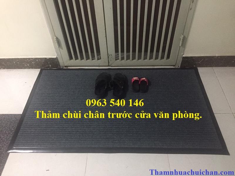 Thảm chùi chân sợi len bo viền cao xu xung quanh giúp tấm thảm bền chắc , sang trọng, thẩm mỹ.