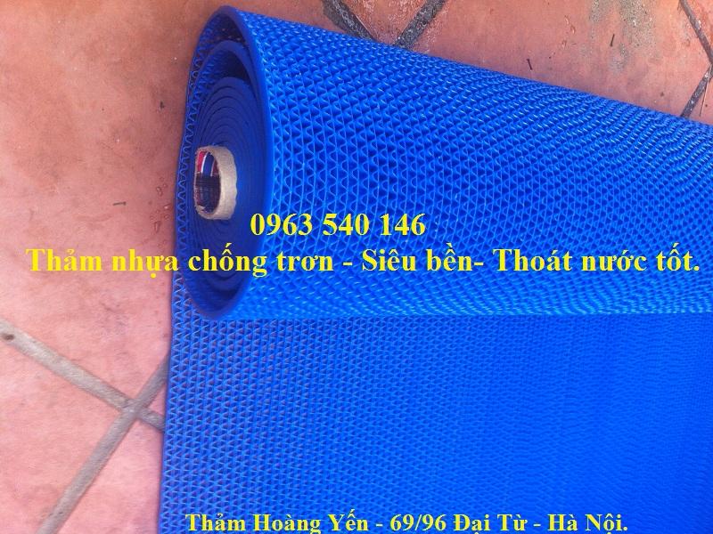 Thảm trải chống trơn màu xanh dương rất ấn tượng nổi bật khi được sử dụng trong lớp học mầm non.