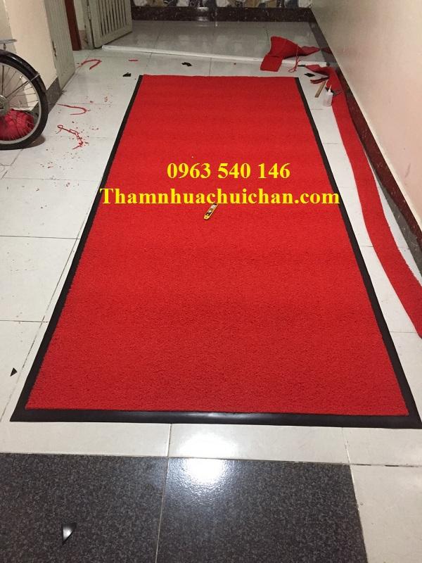 Thảm nhựa trải sảnh cao su rối màu đỏ, tạo ấn tượng đặc biệt.