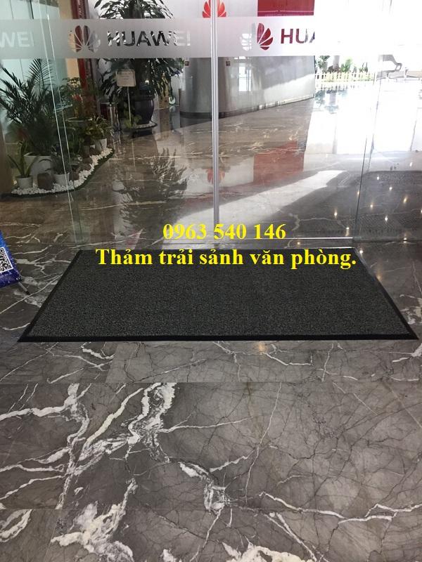 Thảm trải sảnh nhựa rối đặt trước của công ty , kết hợp bo viền cao su xung quanh giúp tấm thảm đẹp, bên hơn rất nhiều.