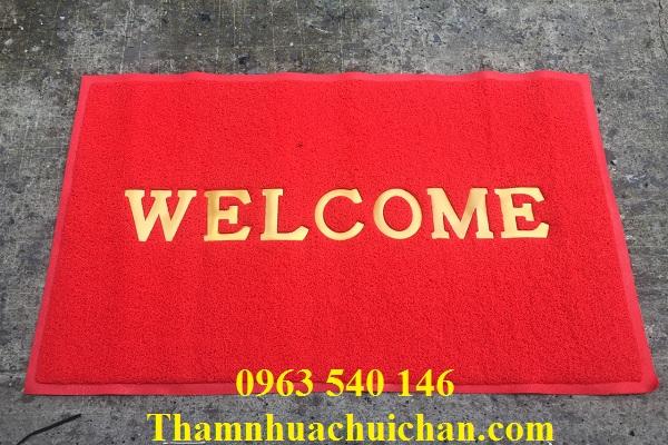 Thảm welcom màu đỏ cỡ lớn luôn nổi bật với tông màu đỏ.